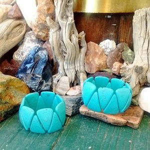 Jewelry - Pair of Turquoise howlite bracelets matching set